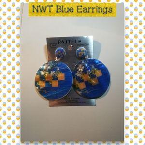 NWT Round Blue Earrings🌻